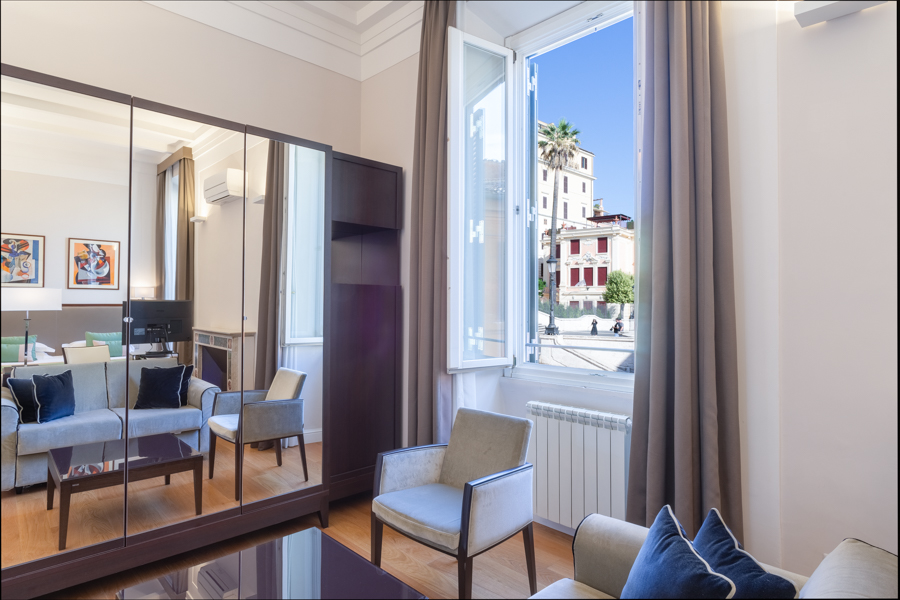 Triple Deluxe Suite with View over the Spanish Steps